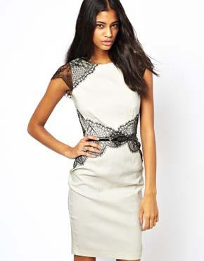 שמלה לבנה מעוטרת בתחרה שחורה - אסוס (£55.00)